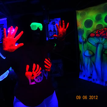 uv-glow-face-paint-at-fluro-paint-party-350.jpg